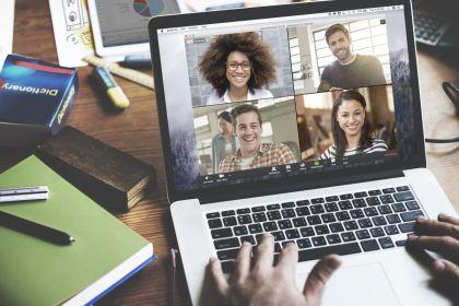 Waarom videovergaderingen ons vermoeien: 4 oorzaken