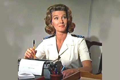 Lois Maxwell als Moneypenny in You Only Live Twice